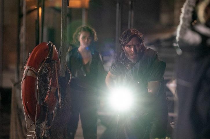 Regan e Emmet em ação| Distribuição: Paramount